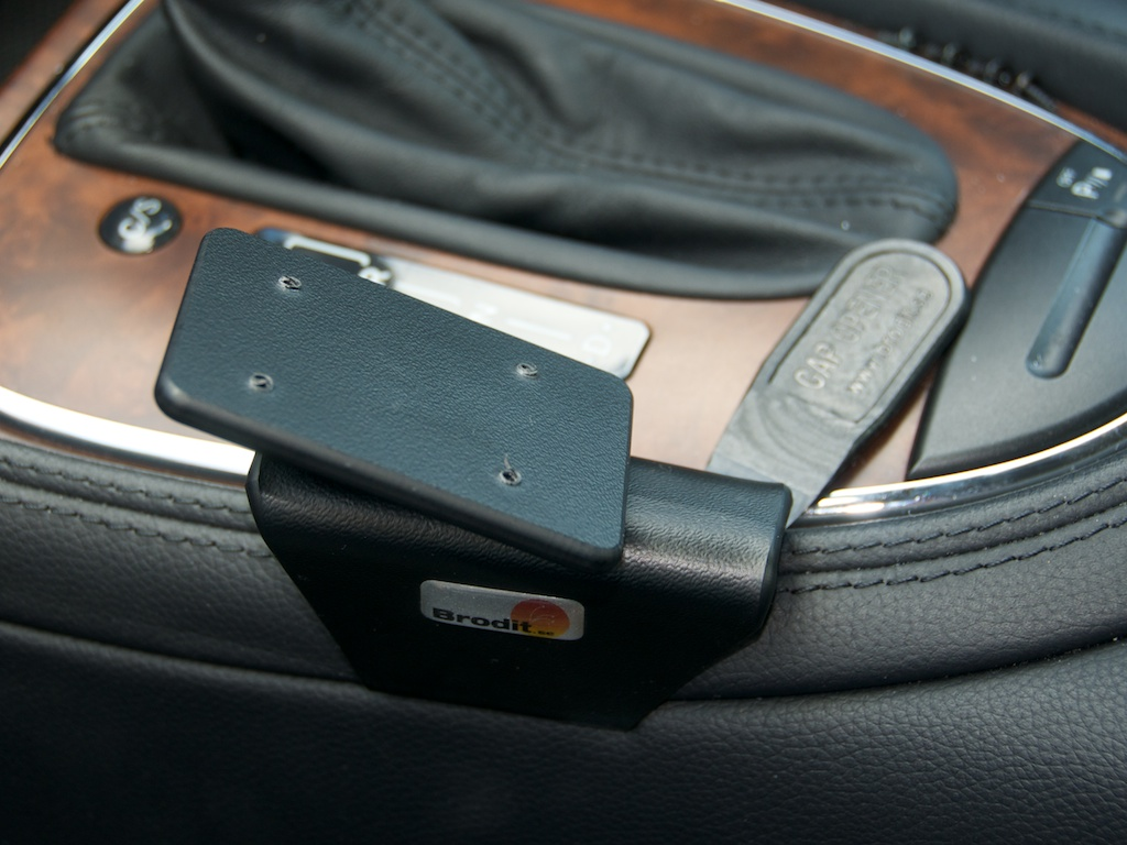 Brodit iphone 5 holder review for Mercedes benz cell phone cradle